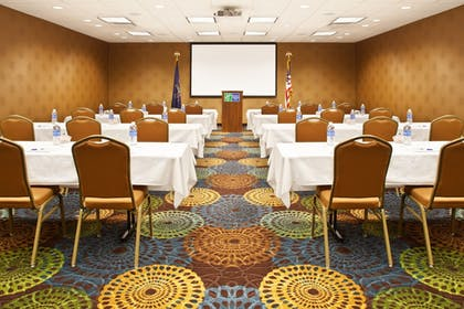 Meeting Facility | Holiday Inn Express Hotel & Suites Pittsburgh Airport