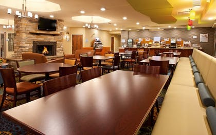 Restaurant | Holiday Inn Express Hotel & Suites Pittsburgh Airport