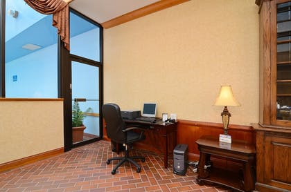 Business Center   Baymont by Wyndham Manitowoc Lakefront