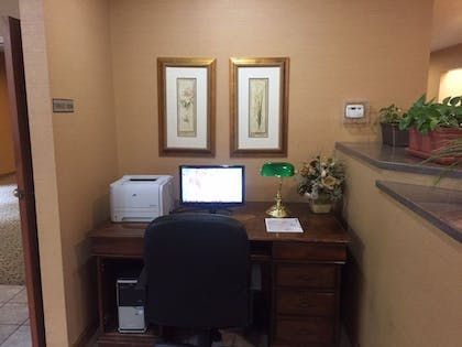 Business Center | Clubhouse Inn Topeka