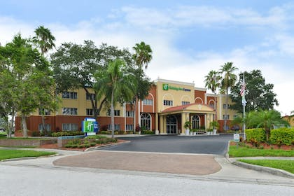 Hotel Front | Holiday Inn Express Clearwater East - Icot Center