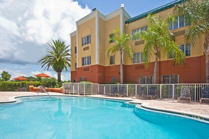 Pool | Holiday Inn Express Clearwater East - Icot Center