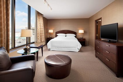 Guestroom | Sheraton Cleveland Airport Hotel