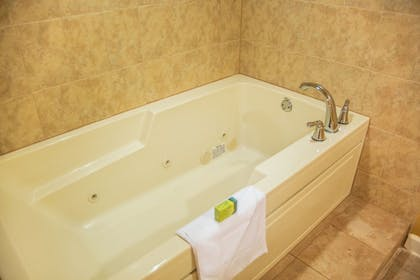 Jetted Tub | Silver Lake Resort
