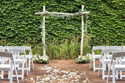 Outdoor Wedding Area | Courtyard by Marriott Minneapolis Downtown