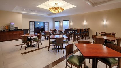Breakfast Area | Best Western Plus Philadelphia Bensalem Hotel