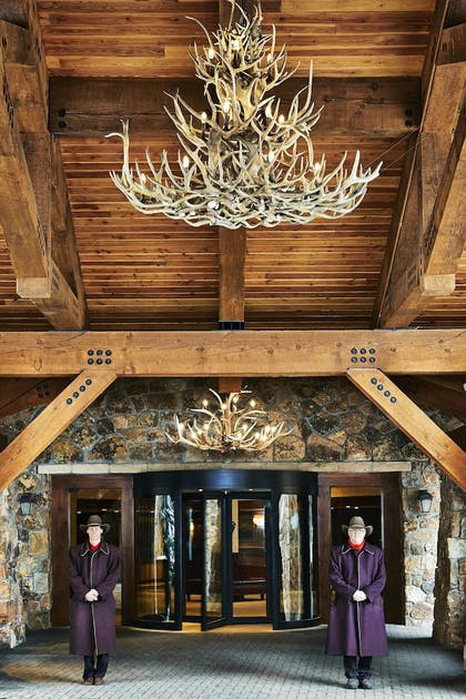 Hotel Entrance | Vail Marriott Mountain Resort