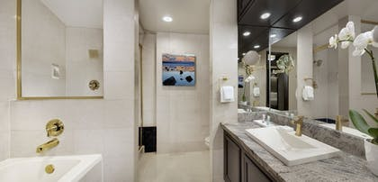 Bathroom | Luxor Hotel & Casino