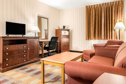 Guestroom | Quality Inn & Suites Miamisburg - Dayton South