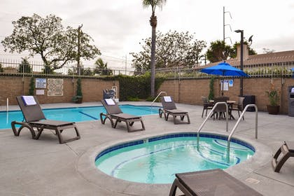 Outdoor Pool | Best Western Airpark Hotel