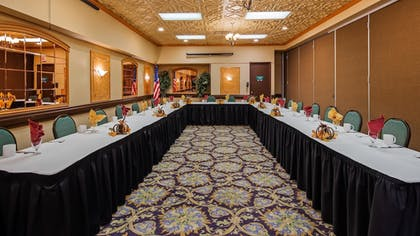 Meeting Facility | SureStay Plus Reno Airport Plaza Hotel