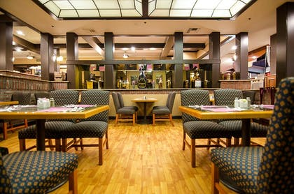 Dining | SureStay Plus Reno Airport Plaza Hotel
