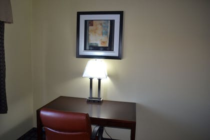 Living Area | Countryside Inn & Suites Fremont