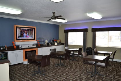 Dining | Countryside Inn & Suites Fremont