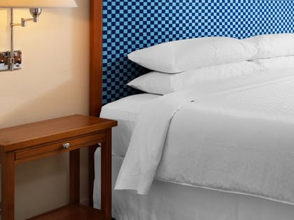 Guestroom | Four Points by Sheraton Bakersfield