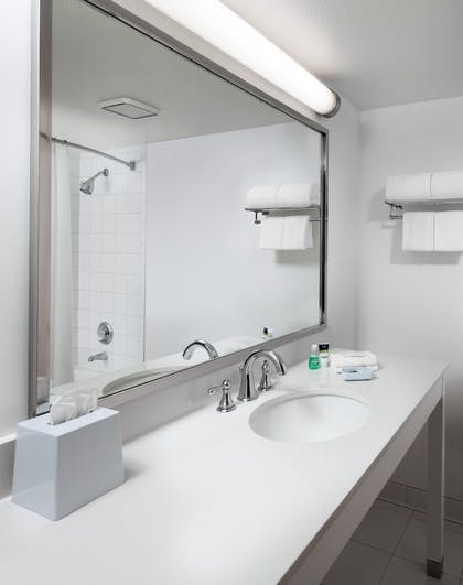Bathroom | Four Points by Sheraton Bakersfield