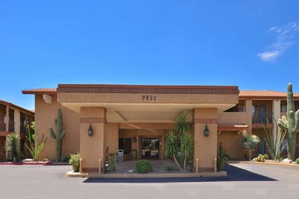 Hotel Front | 3 Palms Tucson North Foothills
