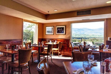 Dining | Red Jacket Mountain View and Indoor Water Park