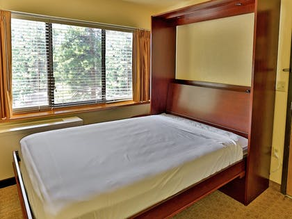 Guestroom | Tahoe Seasons Resort, a VRI resort