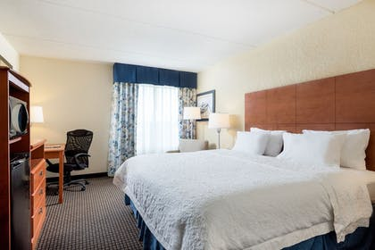 Guestroom | Hampton Inn Morehead City