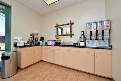Breakfast Area | Best Western Alamosa Inn