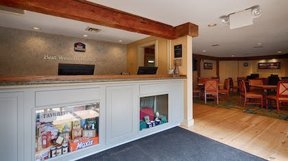 Reception | Best Western Inn & Suites Rutland-Killington