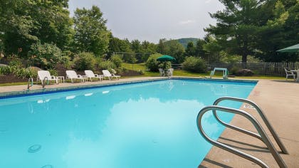 Outdoor Pool | Best Western Inn & Suites Rutland-Killington
