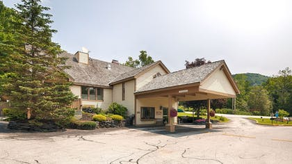 Hotel Front | Best Western Inn & Suites Rutland-Killington