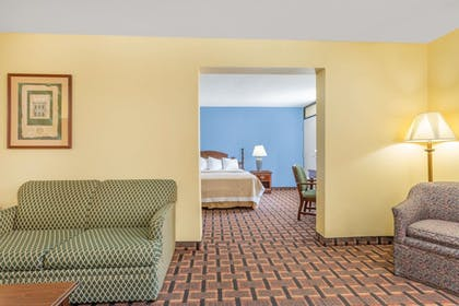 Guestroom | Days Inn by Wyndham Mocksville