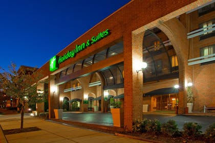 Exterior | Holiday Inn Hotel & Suites Alexandria - Old Town
