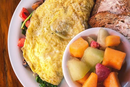 Breakfast Meal | Holiday Inn Hotel & Suites Alexandria - Old Town