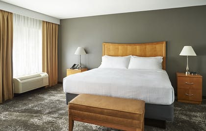Guestroom | Holiday Inn Hotel & Suites Alexandria - Old Town