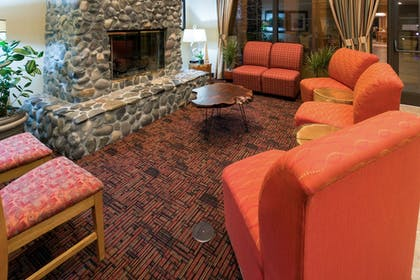Lobby Lounge | Holiday Inn Express Grants Pass
