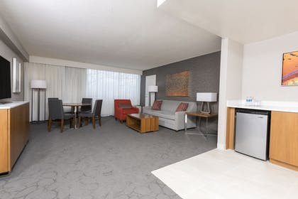 Living Area   Delta Hotels by Marriott Grand Rapids Airport