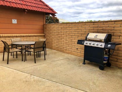 BBQ/Picnic Area | SureStay Plus Hotel by Best Western Lompoc