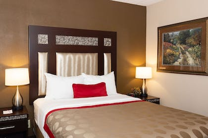 Room | Ramada Hotel & Conference Center by Wyndham Plymouth