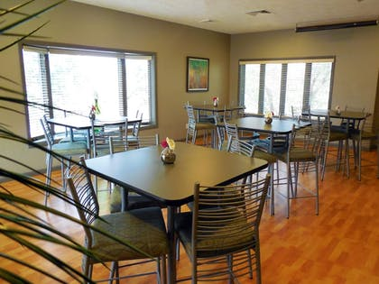 Dining | Eastland Suites Extended Stay Hotel & Conference Center