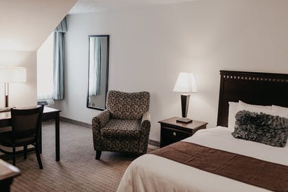 Guestroom | Eastland Suites Extended Stay Hotel & Conference Center