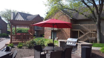 Courtyard | Eastland Suites Extended Stay Hotel & Conference Center