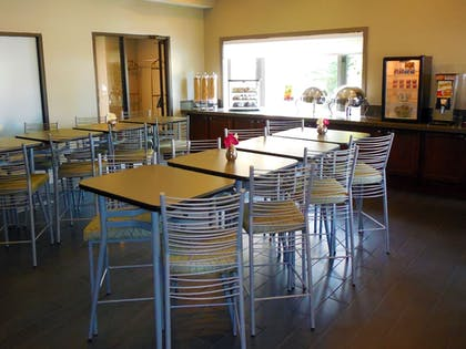 Breakfast Area | Eastland Suites Extended Stay Hotel & Conference Center