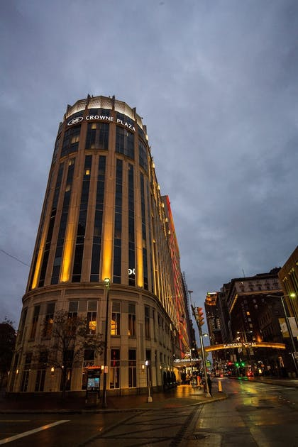 Exterior | Crowne Plaza Cleveland at Playhouse Square