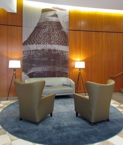Lobby Sitting Area | Crowne Plaza Cleveland at Playhouse Square