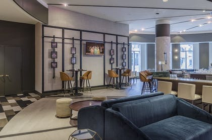 Restaurant | Crowne Plaza Cleveland at Playhouse Square