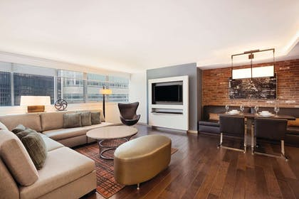 Living Area | Wyndham Grand Chicago Riverfront