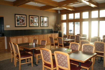 Breakfast Area | Sterling Hotel and Suites
