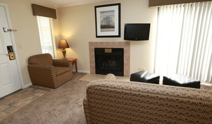 Living Area | Sterling Hotel and Suites