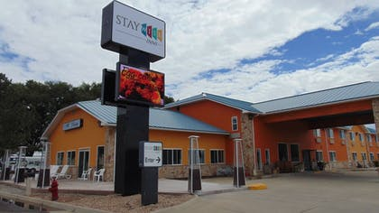 Hotel Front | Stay Wise Inns Montrose