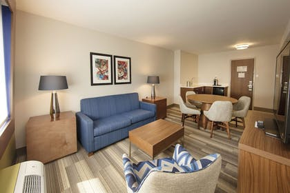 Living Room | Holiday Inn Express Athens