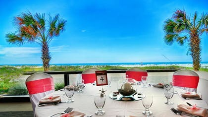 Outdoor Dining | Shell Island Resort - All Oceanfront Suites
