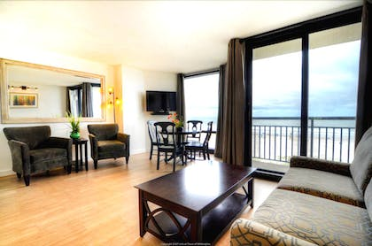 Living Area | Shell Island Resort - All Oceanfront Suites